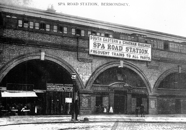 Spa Road Station in 1900 (image: Wikipedia).