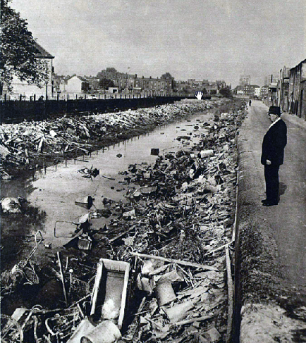 The state of the canal near Wells Way (Burgess Park) as it appeared in 1960. (Image: The London Illustrated News).