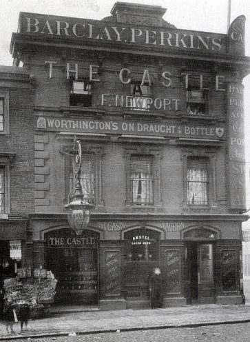 The Castle Tavern, Kentish Town in 1910 (image: oldpubhistory.com).