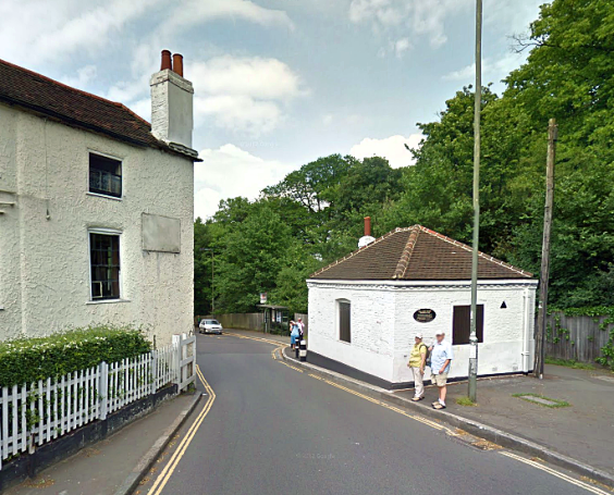 The former toll-keepers house (on right) at Hampstead turnpike, Spaniards Inn. Although long gone, the former turnpike lives on in the narrow road which still causes drivers to slow down! (Image: Google)