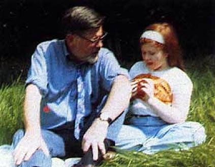 Kirsty with her Dad in 1970 (image: alixkrista.com)