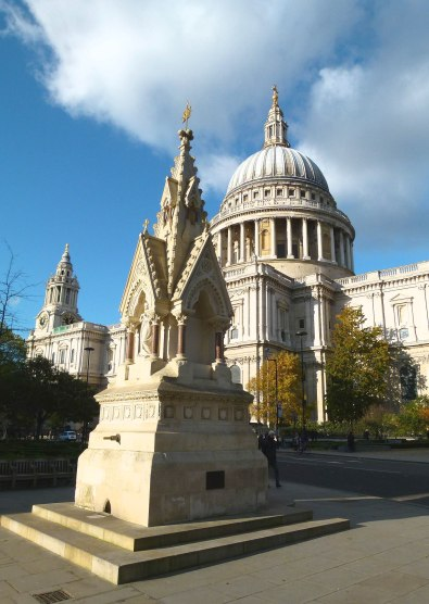 Two survivors together... St Paul's Cathedral & the St Lawrence Jewry Fountain.