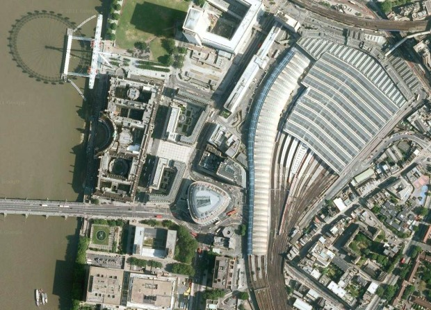 Bird's eye view of Waterloo Station displaying its proximity to the Thames (image: Google).