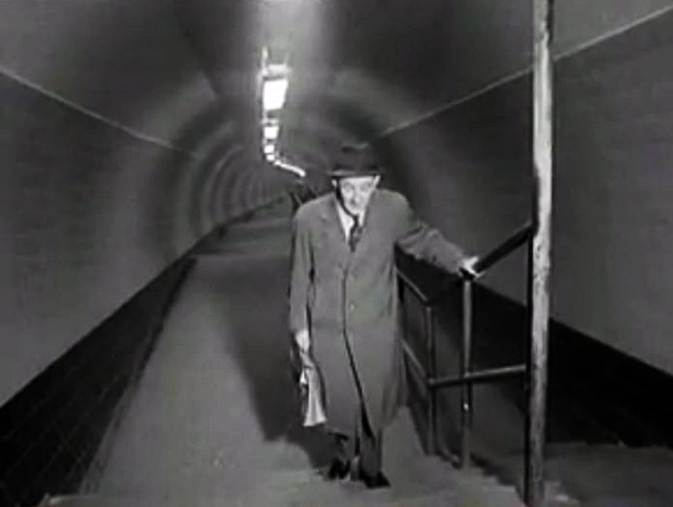 An elderly gent reaches the top of the walkway in 1960 (image: Pathe News).