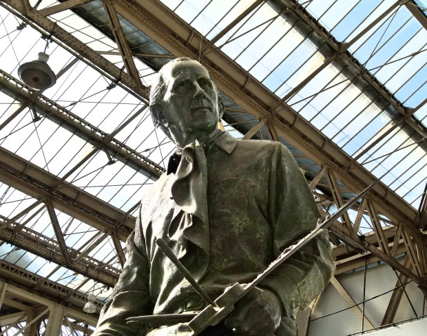 Terence Cuneo statue