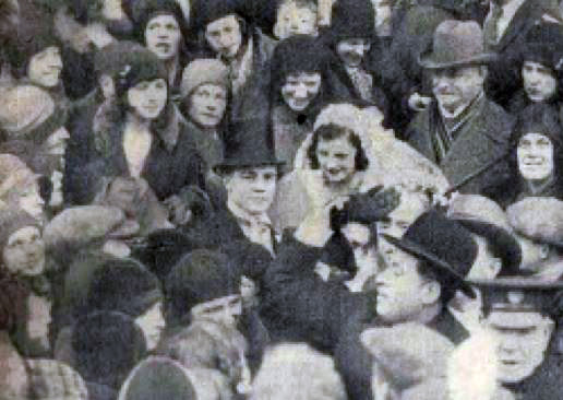 Teddy Baldock mobbed by fans on his wedding day (image: The Daily Sketch, via London Ex-Boxer's Association).