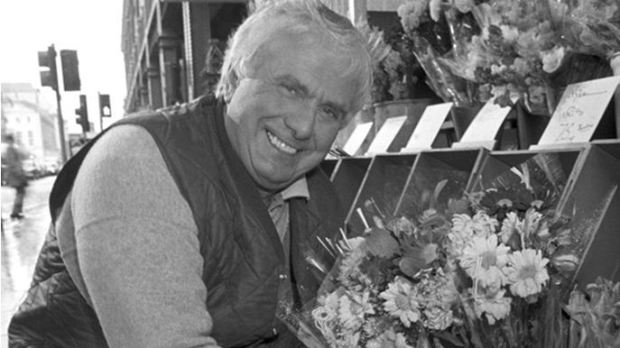 Buster Edwards with his Waterloo flower stall (image: ITV)