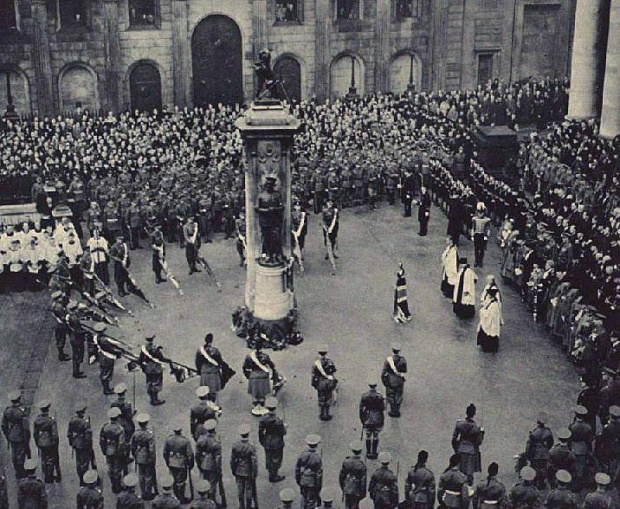 The London Memorial on Armistice Day in 1937 (image: London Illustrated News)