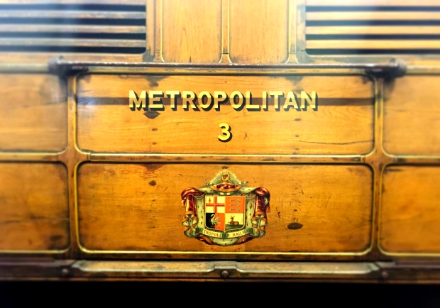 Early crest of the Metropolitan Railway