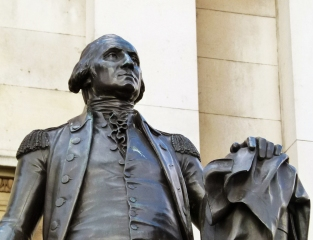 George Washington's statue... see Trafalgar Square's American Patch